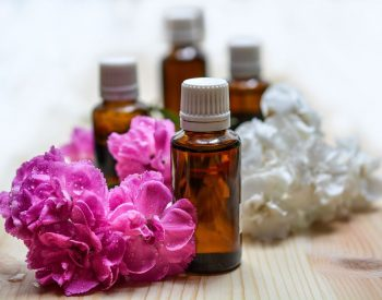 What Smells and Essential Oils To Deter Cats From Peeing?